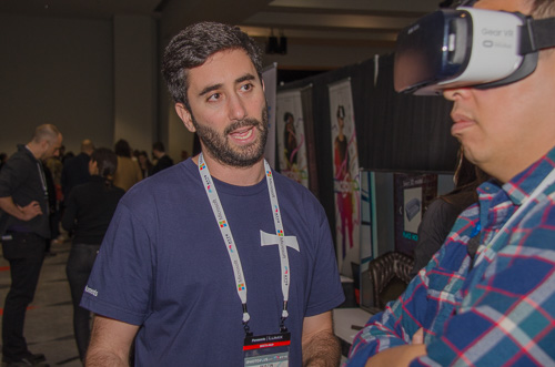 Dustin Kerstein of PanoMoments demonstrates the software with an attendee at the NYVR 2017 Expo.